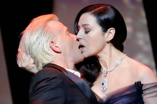 Bellucci Calendario.Monica Bellucci Tango Hot E Baci A Cannes Ilgiornale It