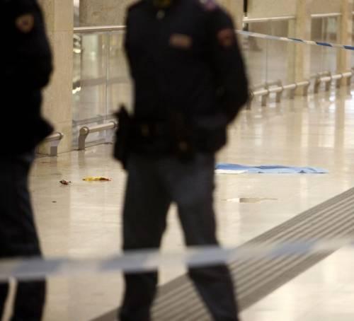 Milano, accoltellati un poliziotto e un militare 10