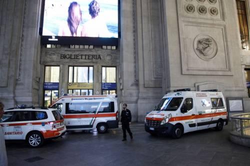 Milano, accoltellati un poliziotto e un militare 11