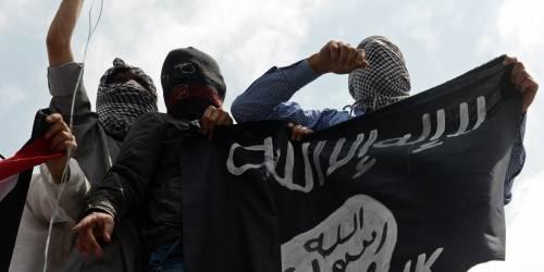 """La follia dell'Isis: """"Cavie umane per testare le armi chimiche"""""""