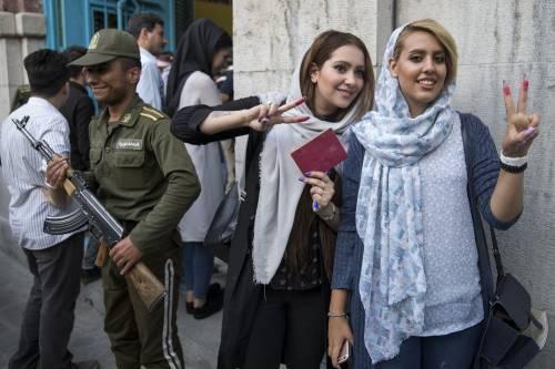 Due elettori dopo il voto a Tehran
