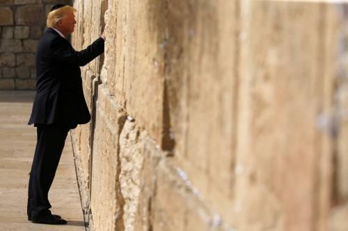 Donald Trump, il primo presidente Usa a visitare il Muro del Pianto 6