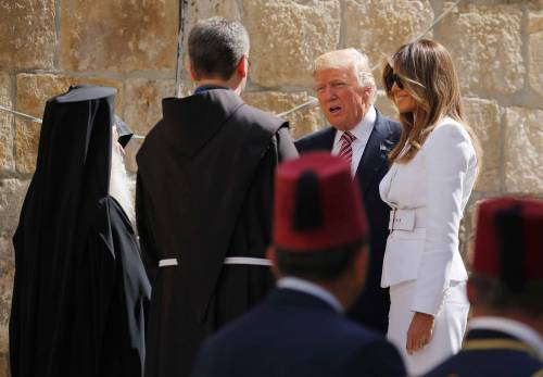 Donald Trump, il primo presidente Usa a visitare il Muro del Pianto 4