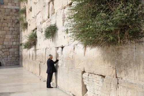 Donald Trump, il primo presidente Usa a visitare il Muro del Pianto 5
