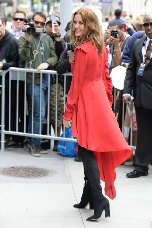 Connie Nielsen, il vento alza la gonna sul red carpet 19