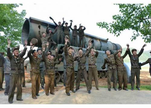 """I 13.600 cannoni della Corea del Nord: """"A Seul 60mila morti in 24 ore"""""""
