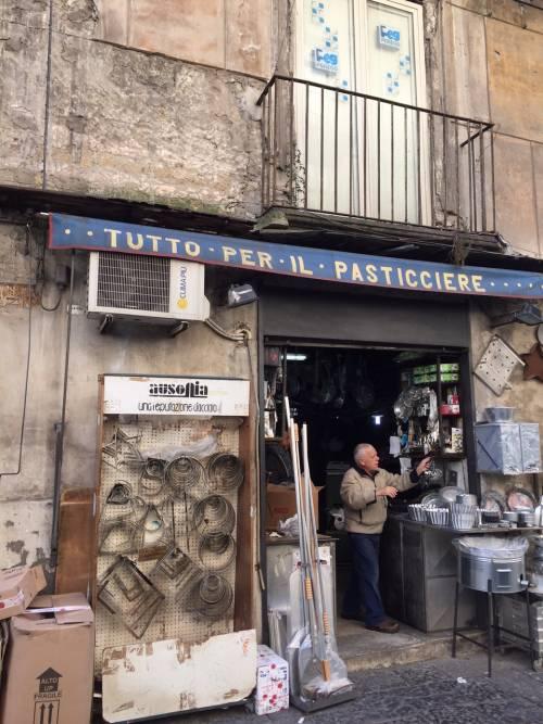Napoli, il quartiere della Forcella 8