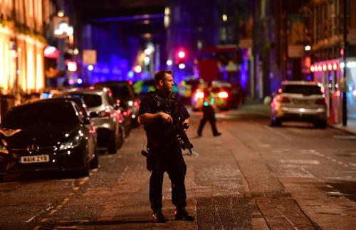Londra, attacco sul London Bridge 7