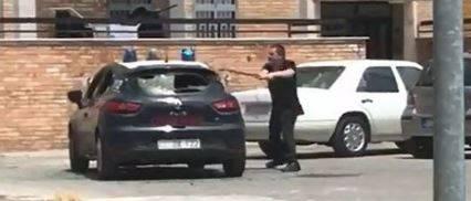 "Torre Annunziata, colpisce auto carabinieri: ""Spara, spara..."""