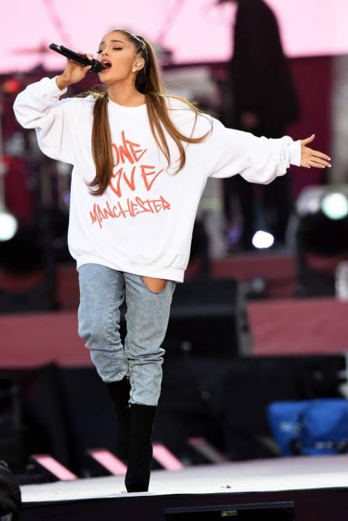 Ariana Grande solidale per Manchester 6