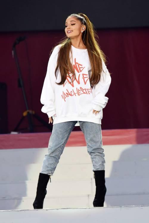 Ariana Grande solidale per Manchester 7