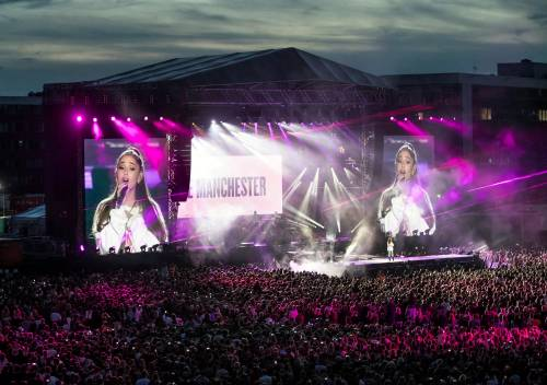Ariana Grande solidale per Manchester 10