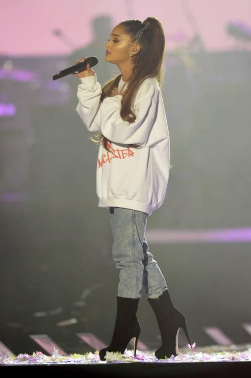 Ariana Grande solidale per Manchester 12