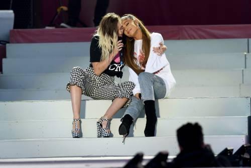 Ariana Grande solidale per Manchester 15