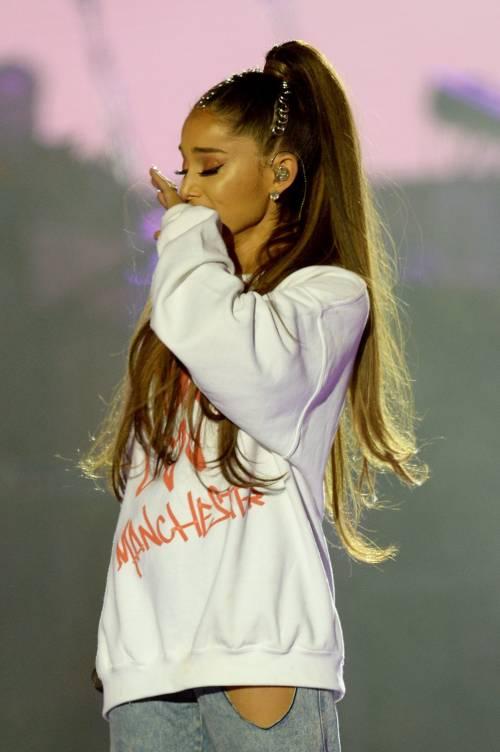 Ariana Grande solidale per Manchester 17