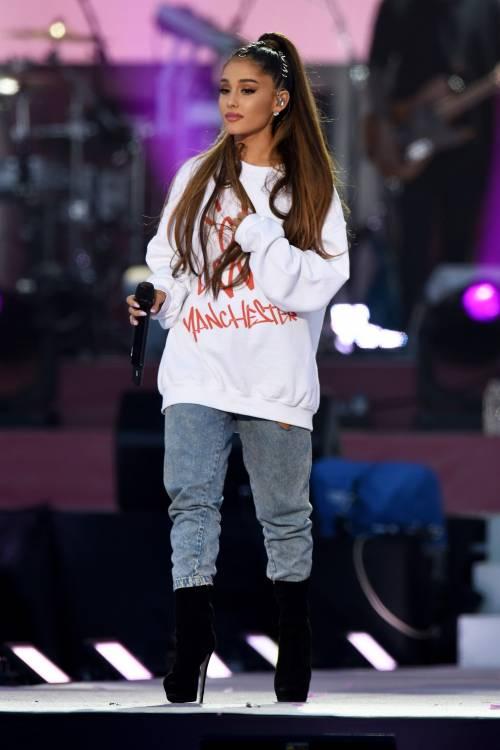 Ariana Grande solidale per Manchester 19