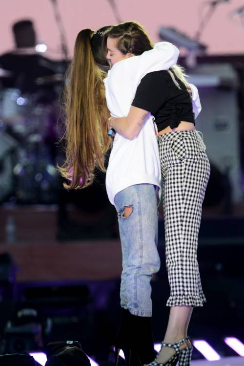 Ariana Grande solidale per Manchester 24