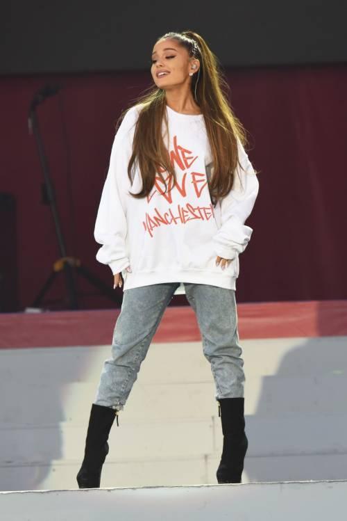 Ariana Grande solidale per Manchester 25