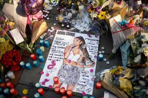 Ariana Grande solidale per Manchester 22