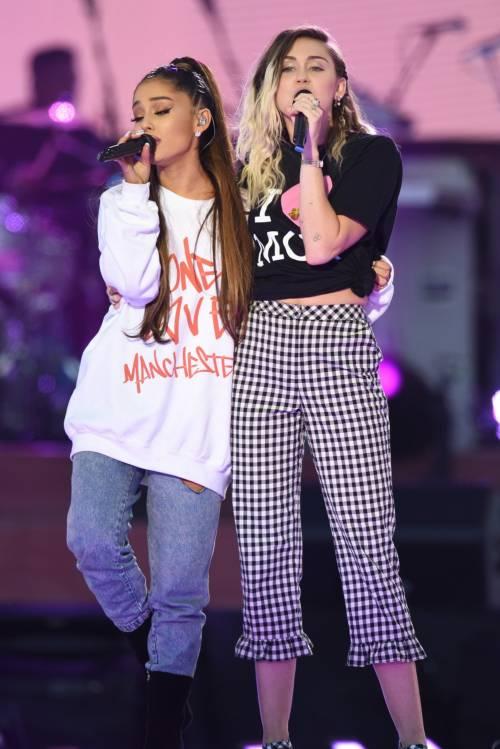 Ariana Grande solidale per Manchester 30