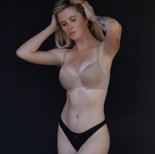 Ireland Baldwin, topless mozzafiato 4