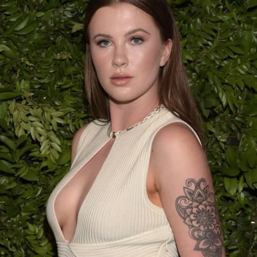 Ireland Baldwin, topless mozzafiato 18