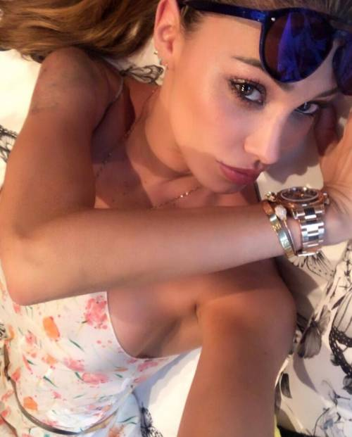 Belen Rodriguez, buongiorno in lingerie 9