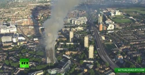 Grattacielo in fiamme a Londra 4