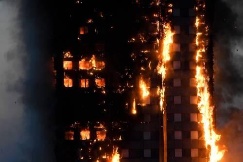 Grattacielo in fiamme a Londra 2
