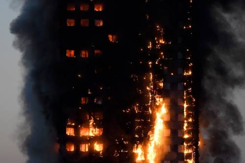 Grattacielo in fiamme a Londra 1