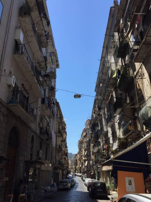 Napoli, piazza Garibaldi e Porta Nolana 8