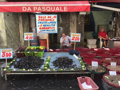Napoli, piazza Garibaldi e Porta Nolana 19