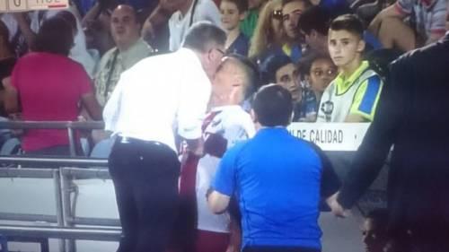 Getafe-Huesca, il giocatore si arrabbia per la sostituzione: il tecnico gli dà una testata
