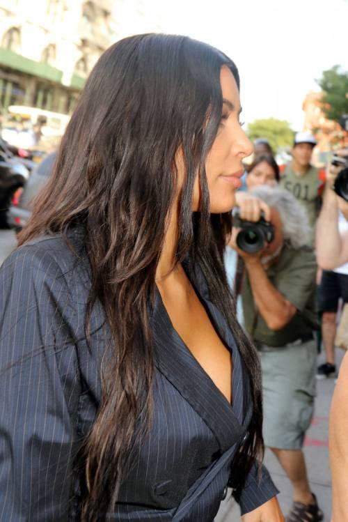 Kim Kardashian sexy, parla per le donne 8