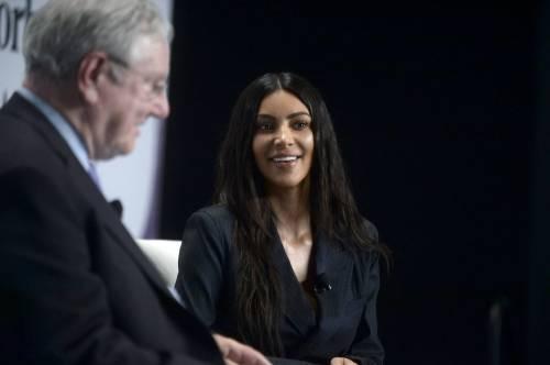 Kim Kardashian sexy, parla per le donne 9
