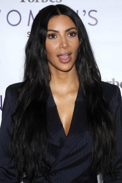 Kim Kardashian sexy, parla per le donne 10