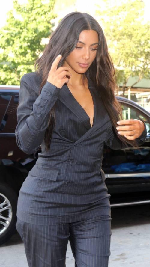 Kim Kardashian sexy, parla per le donne 12