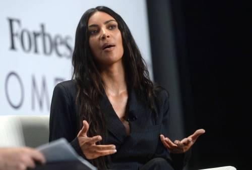 Kim Kardashian sexy, parla per le donne 15
