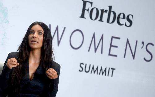 Kim Kardashian sexy, parla per le donne 14