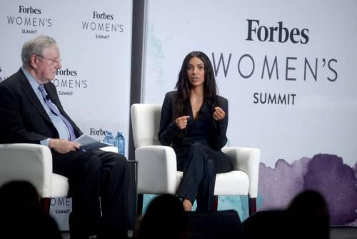 Kim Kardashian sexy, parla per le donne 16
