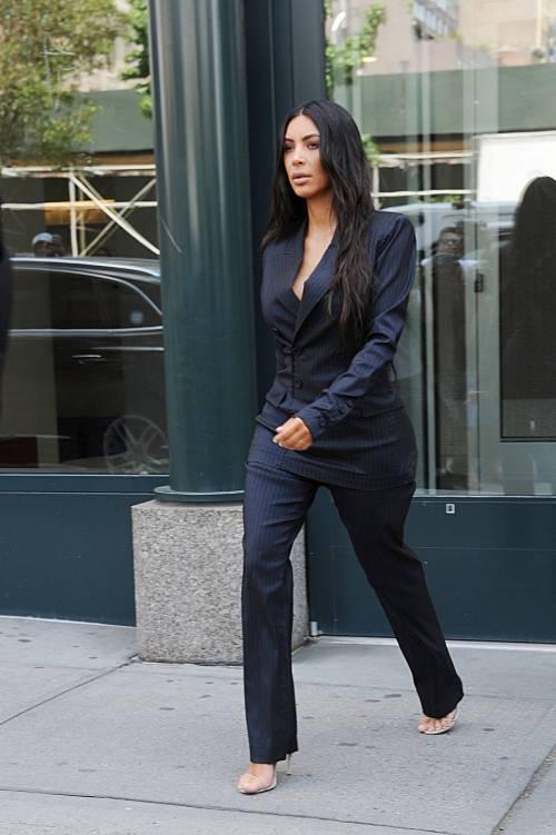 Kim Kardashian sexy, parla per le donne 18