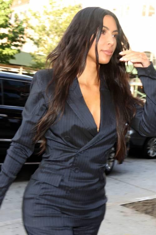 Kim Kardashian sexy, parla per le donne 21