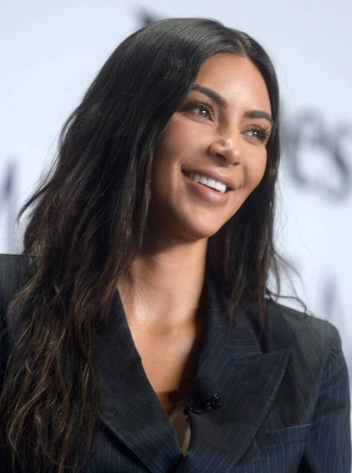 Kim Kardashian sexy, parla per le donne 26