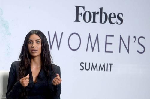 Kim Kardashian sexy, parla per le donne 28
