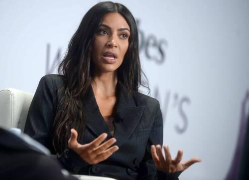Kim Kardashian sexy, parla per le donne 27