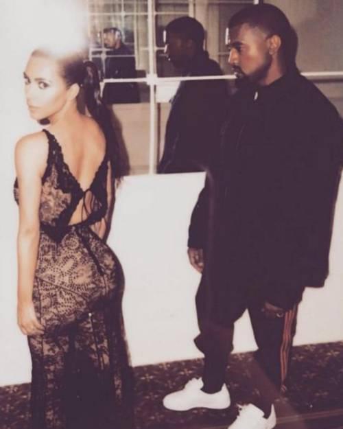 Kim Kardashian sexy, parla per le donne 29