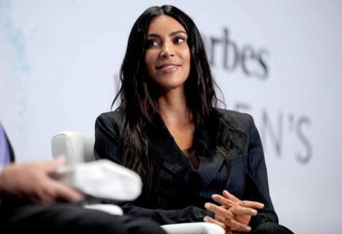 Kim Kardashian sexy, parla per le donne 31