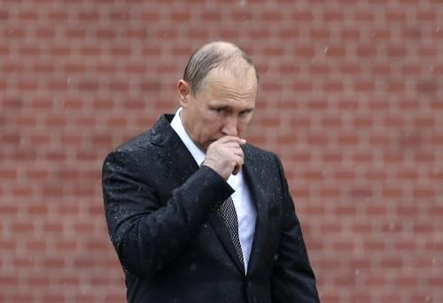 Pioggia battente su Putin: resta impassibile 8