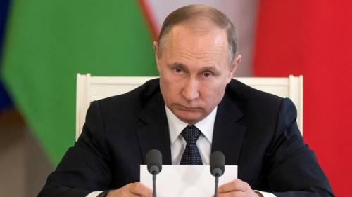 Pioggia battente su Putin: resta impassibile 9