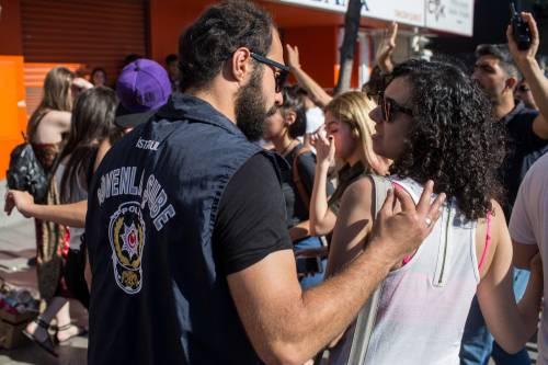 Istanbul, la polizia interrompe il Gay Pride 3